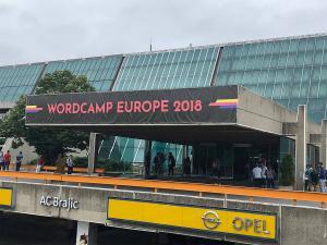 Η κύρια είσοδος του WordCamp Europe 2018 στο Sava Centar